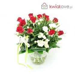 Bukiet róż z drobnym goździkiem